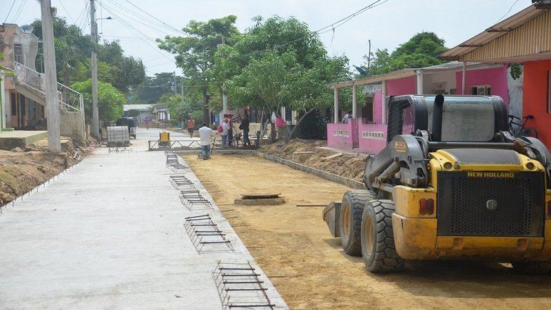 Avanza pavimentación de vías urbanas en el barrio el Carmen de Malambo