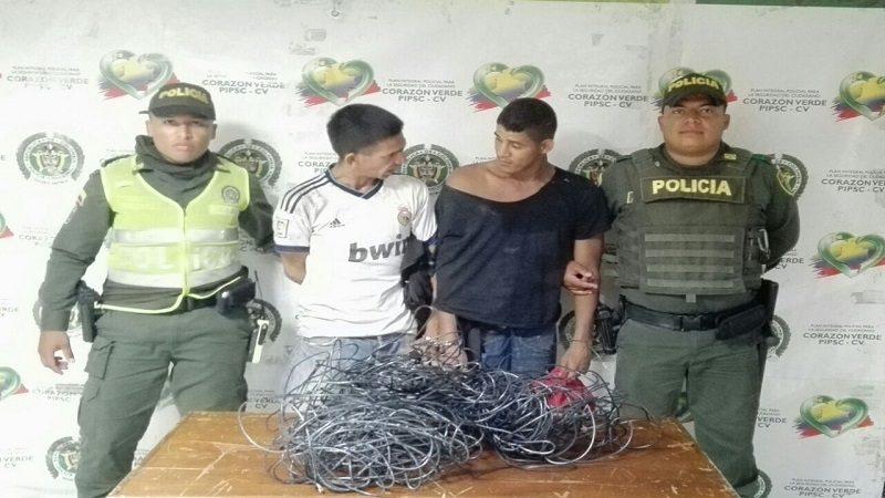 Capturan a dos hombres cuando hurtaban cables de energía en Barrio Abajo
