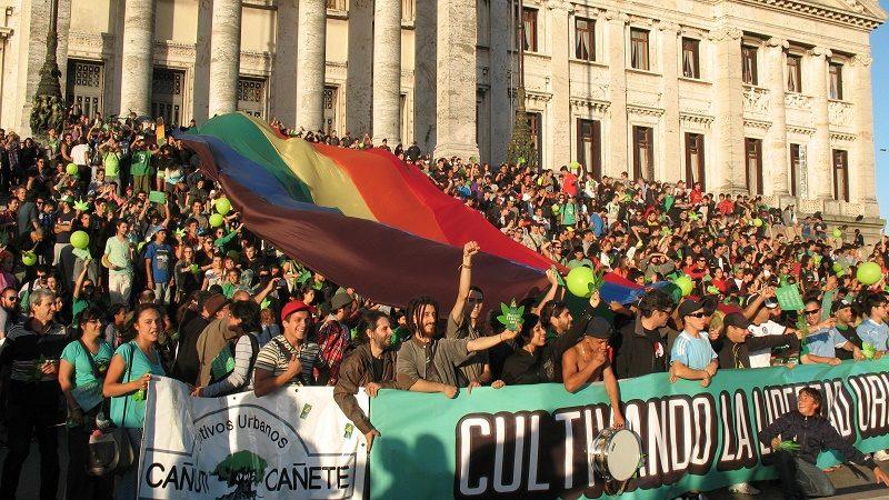 En Uruguay marcharon por la marihuana medicinal