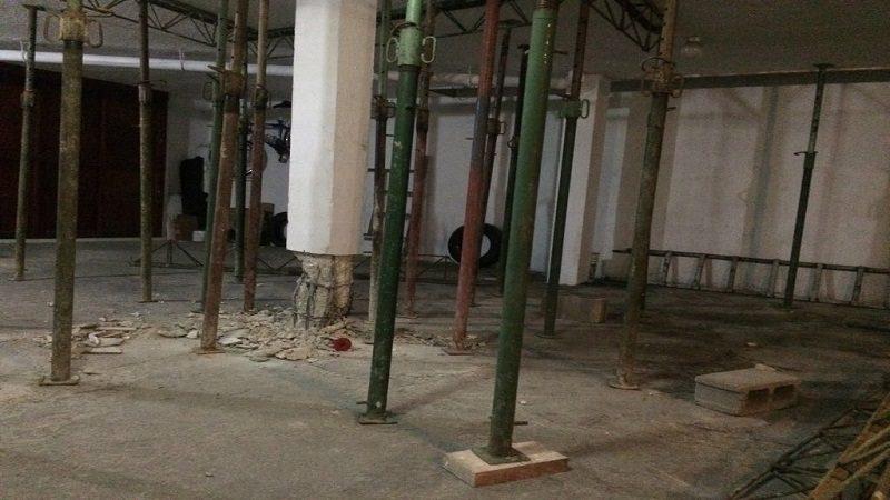 Evacúan edificio del barrio El Limoncito por fallas en su estructura