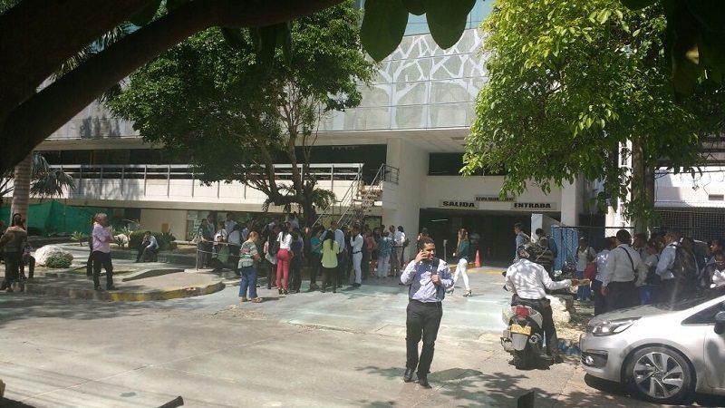 Por fuerte temblor evacúan edificio Centro Ejecutivo en el norte de Barranquilla