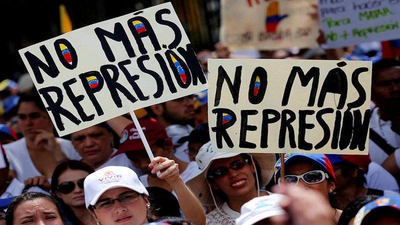 Venezuela marcha otra vez contra la 'represión' de Maduro