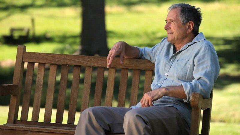 banca-de-parque-apartar-la-vista-soledad-jubilacion