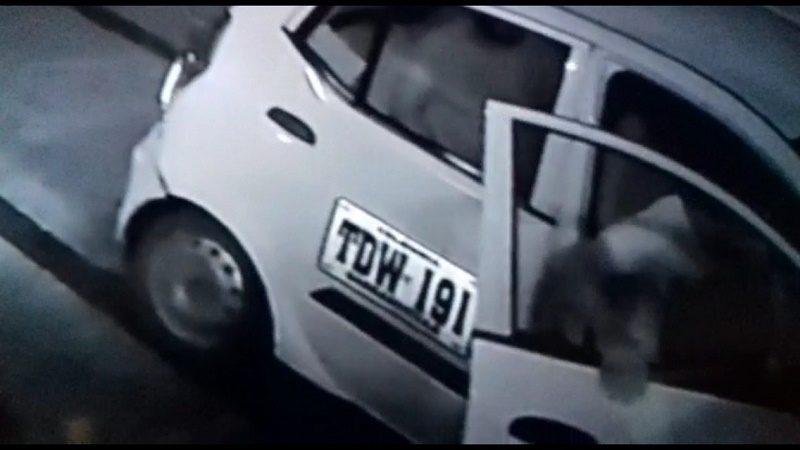 ladrones en taxi