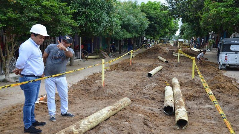 Alcaldía de Malambo supervisa obra de alcantarillado en el barrio Paraíso