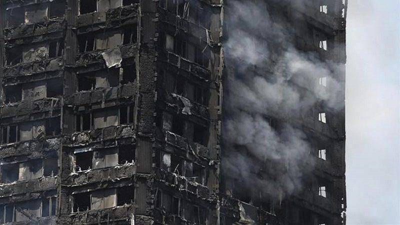 Aumenta a 30 los muertos por incendio en edificio de Londres