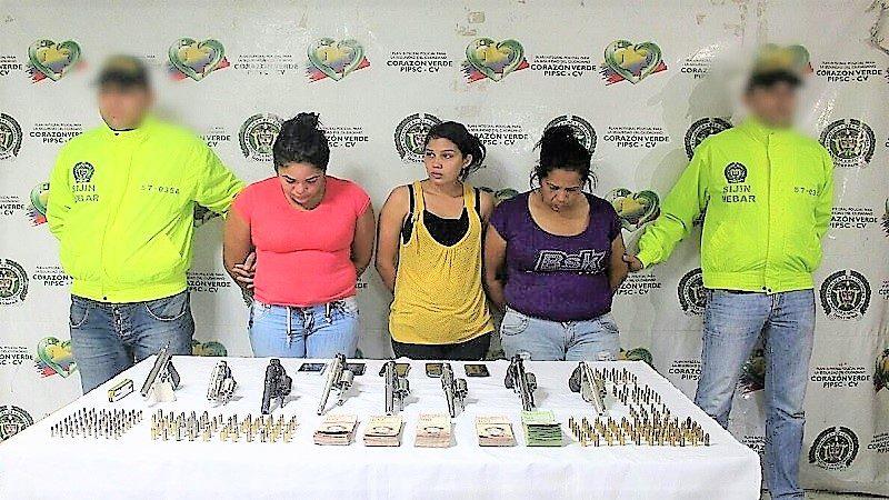 Cae banda de Venezolanas que vendía pistolas y revólveres en el barrio Santuario (2)