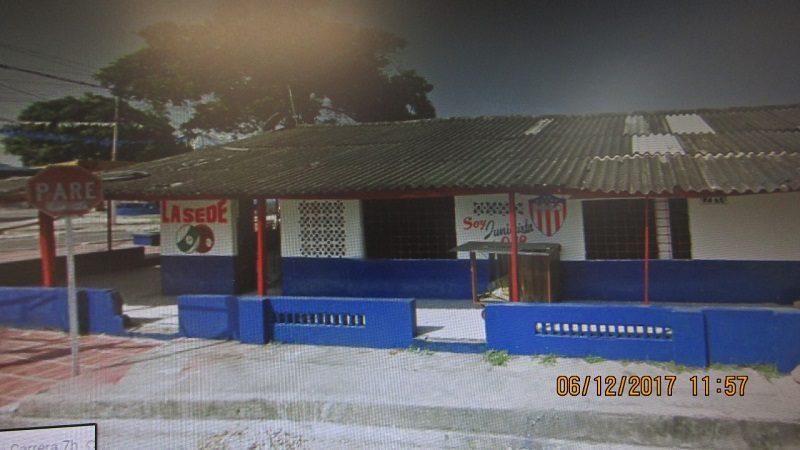 Distrito cerró dos establecimientos por ocupar el espacio público