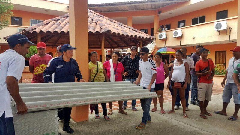 Entregan ayudas a familias afectadas por vendaval en Candelaria y Campo de la Cruz