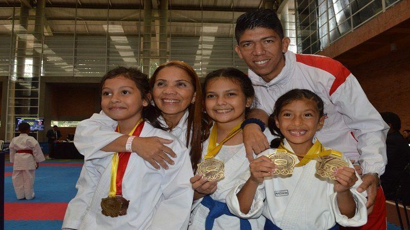 Oro, plata y bronce para karatecas soledeños en Nacional de Interclubes