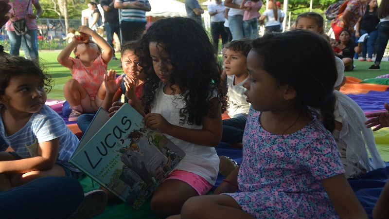 Todos al parque entre la lectura, cuentos y rondas infantiles