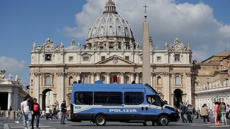 Denuncian fiesta con drogas y orgía gay en el Vaticano