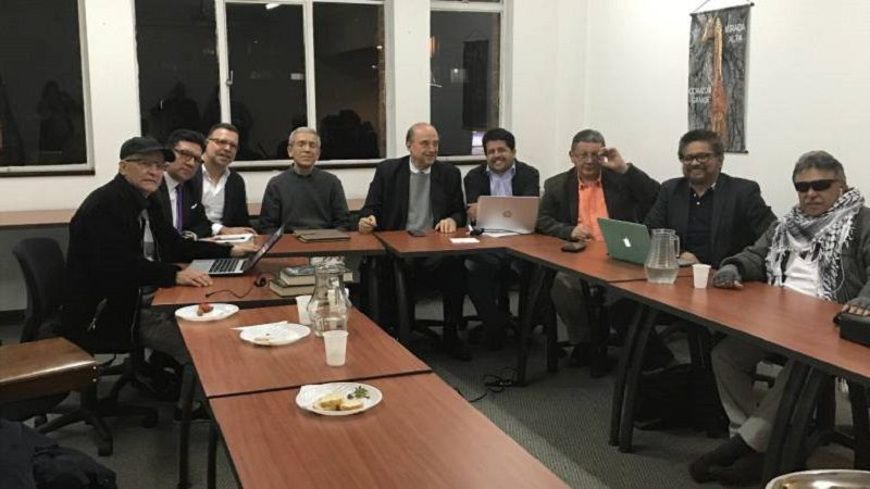 En histórica reunión Exjefes paras y las Farc se reúnen para contar la verdad