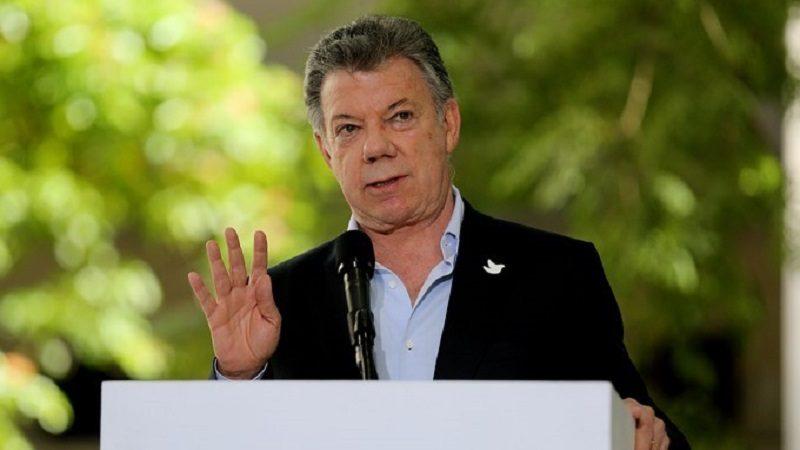 Todos los ministros presentan su renuncia al Presidente Santos