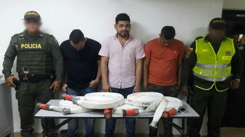 Caen tres estudiantes universitarios robando en un edificio del norte de Barranquilla