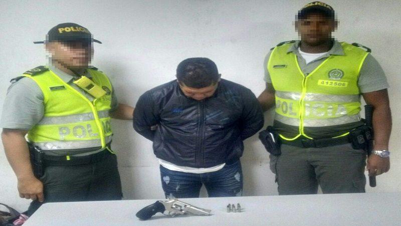 Capturan a atracador con un revólver calibre 38 en el barrio El Bosque