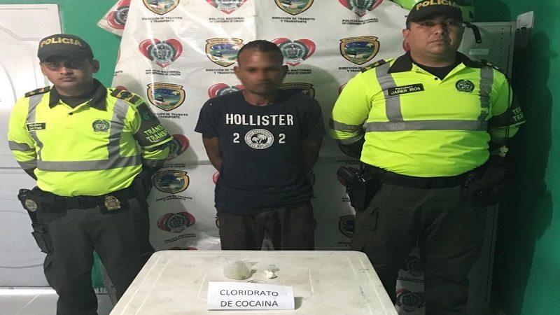 Capturan a un hombre con 50 dosis de cocaína en un bus de servicio público