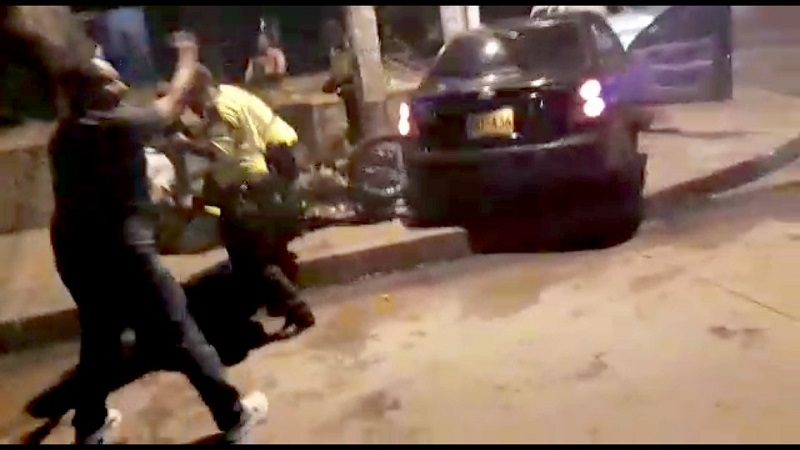 Conductor intentó esquivar el puesto de control y se llevó a nuestros policías