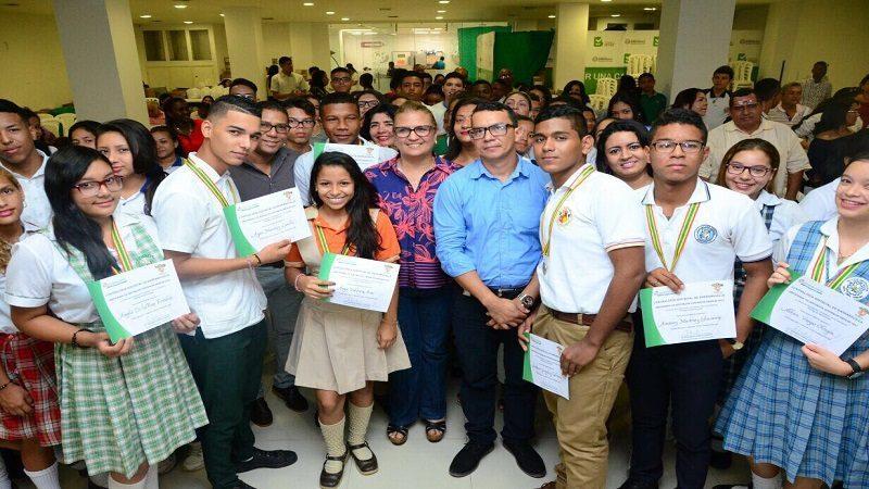 Contralores escolares de colegios distritales recibieron distinciones por su labor en las IED