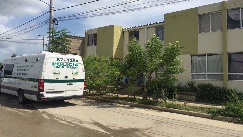 De dos puñaladas asesinan a una mujer de 50 años en Villas de San Pablo