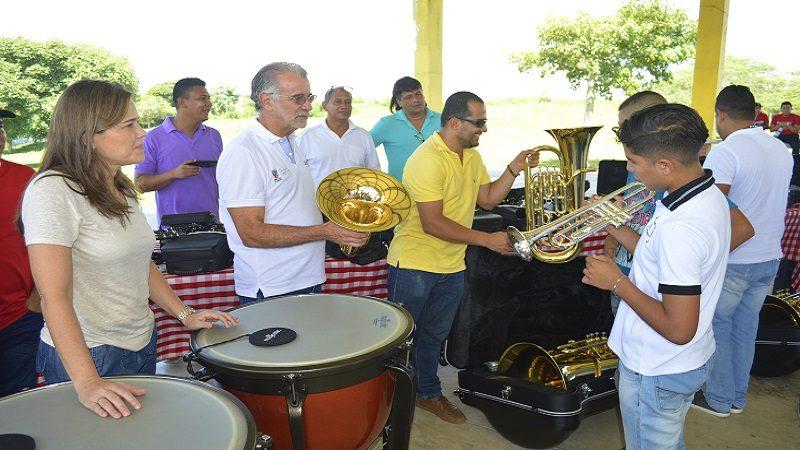 Gobernación entregó instrumentos musicales a la Orquesta de Vientos del Atlántico