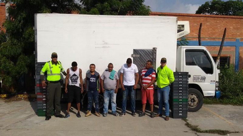 Policía capturó a cinco personas por el robo de un camión cargado de leche