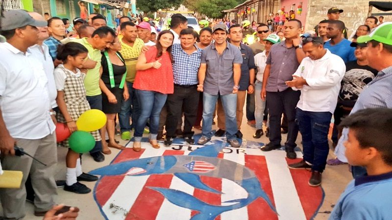 Alcalde Char entrega nueva vía pavimentada en el barrio El Bosque