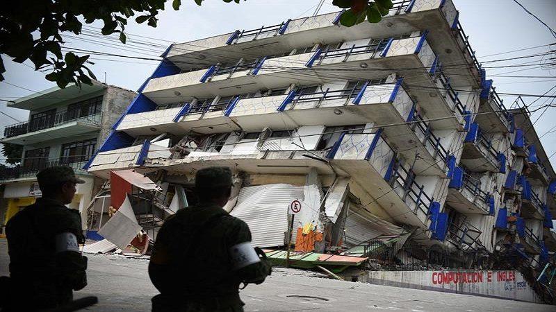 Aumenta a 61 el número de muertos tras el terremoto en México