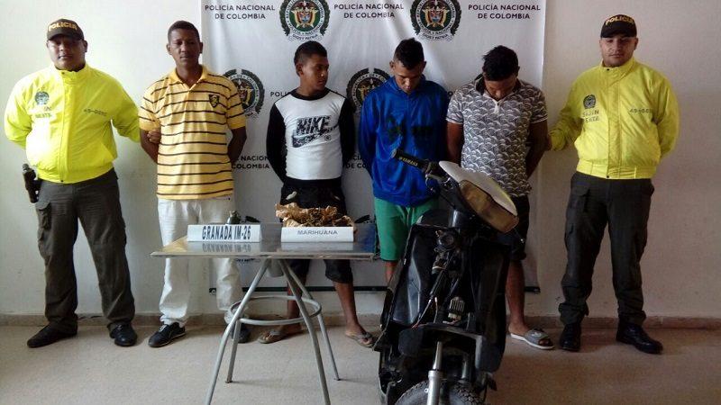 Capturan a cuatro hombres con droga, una granada y una moto robada