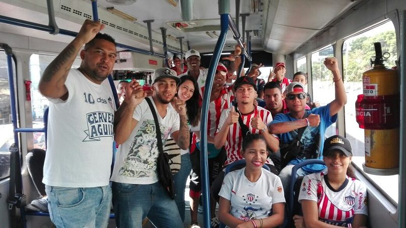 Barristas de Junior se suben a la Ruta Barranquilla Convive de Transmetro