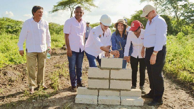Inicia construcción de estadios de béisbol y canchas de fútbol en Repelón y Manatí