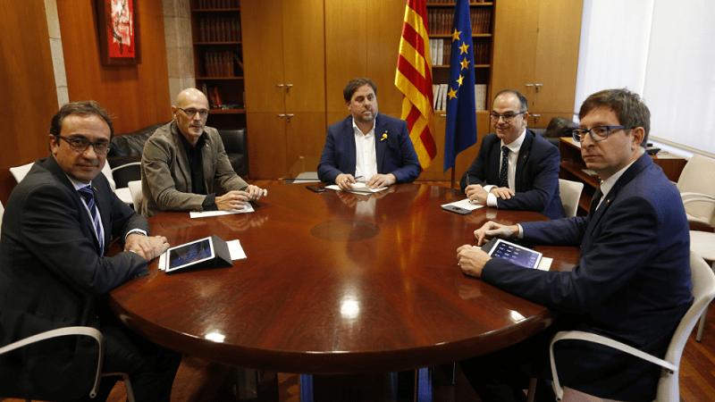 Justicia española suspende declaración de independencia de Cataluña