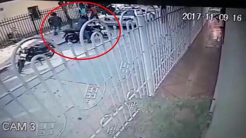 Asaltantes caen como hormigas para atracar a un docente en el barrio Las Moras