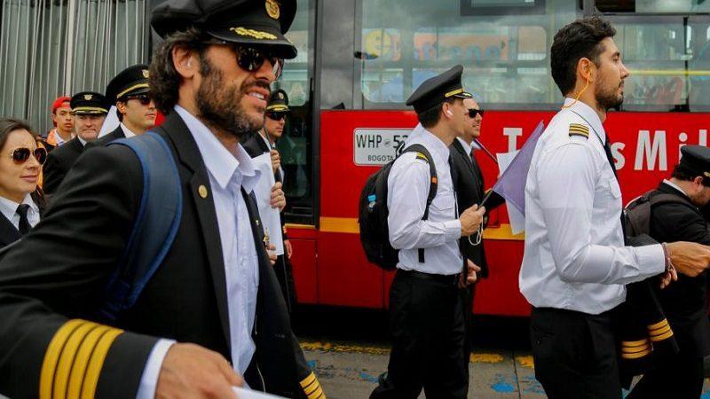 Pilotos de Avianca regresan a su trabajo, tras levantar huelga de 51 días