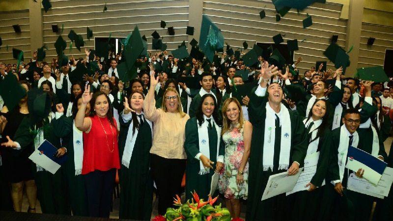 'Universidad al Barrio' gradúa a 362 estudiantes como técnicos y tecnólogos