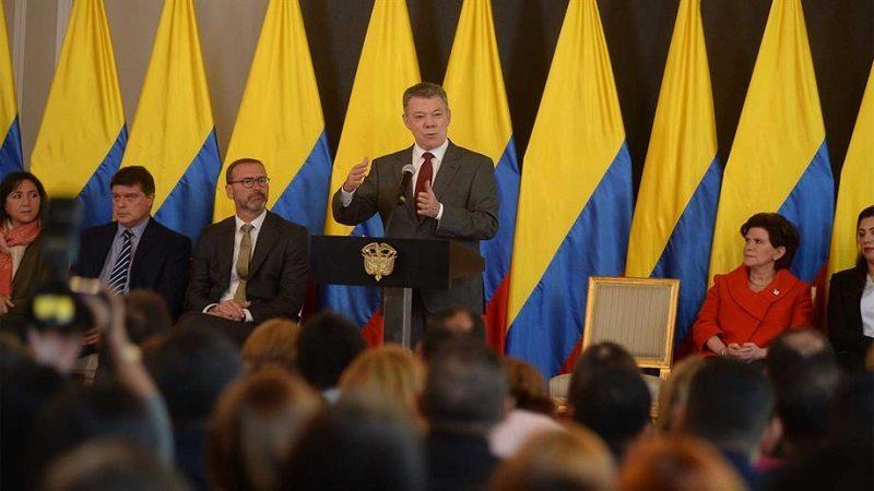 Santos cambiará todo el equipo negociador en los diálogos con el Eln