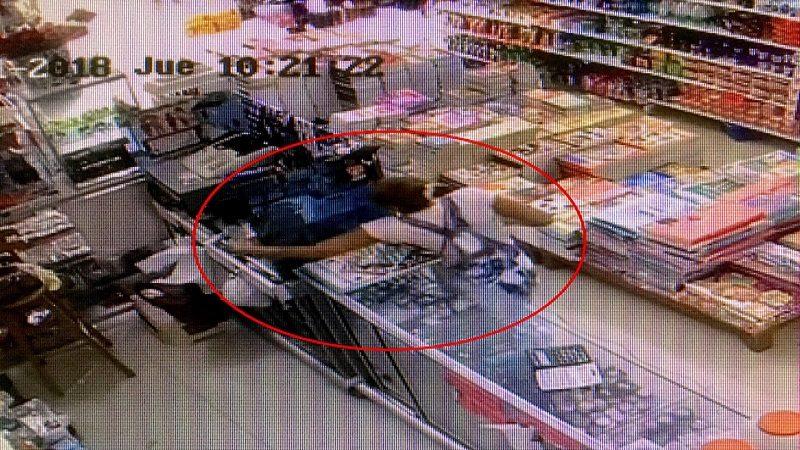 Así robaba la mujer que tenía azotados a los comerciantes del barrio Santa María