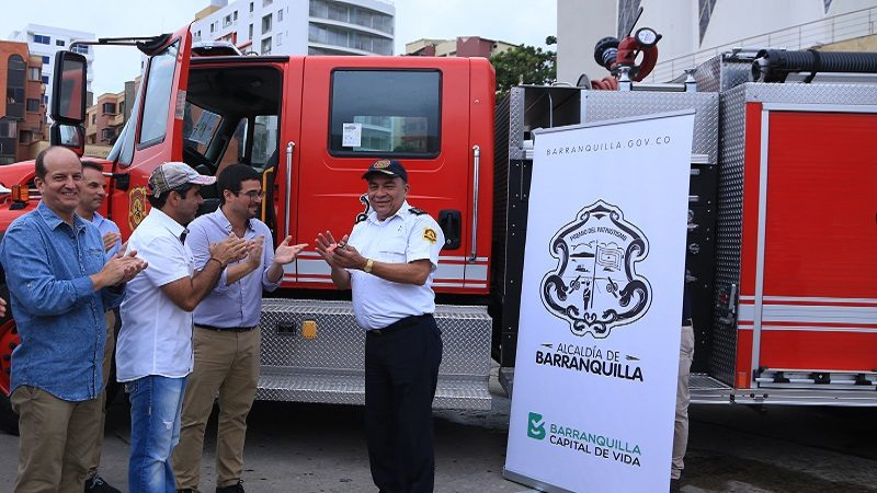 Barranquilla estrena tres máquinas de bomberos, entre ellas, la escalera de 56 metros