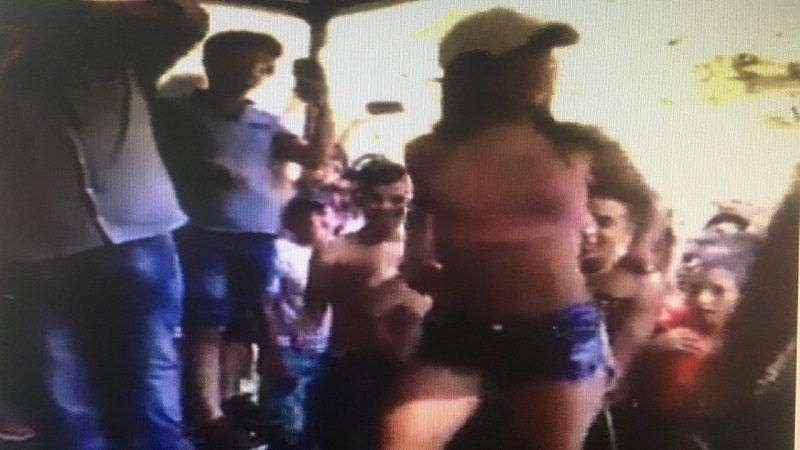 Cierran balneario por show de camisetas mojadas con menores de edad