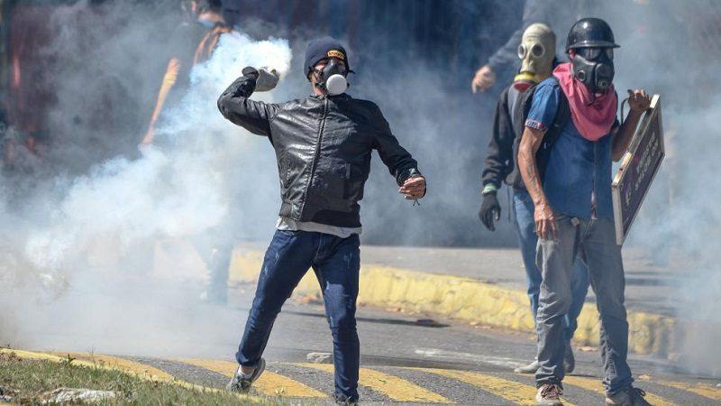 Disturbios durante protesta en Caracas por la muerte de Óscar Pérez