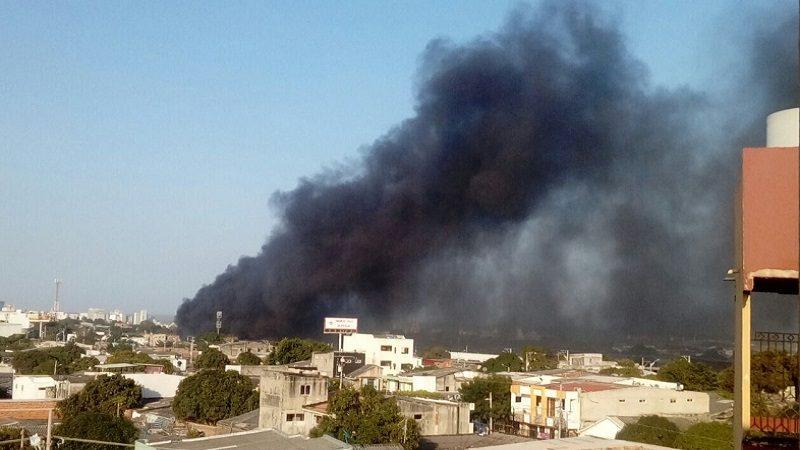 Dos buses se incendiaron en un parqueadero del barrio Chiquinquirá