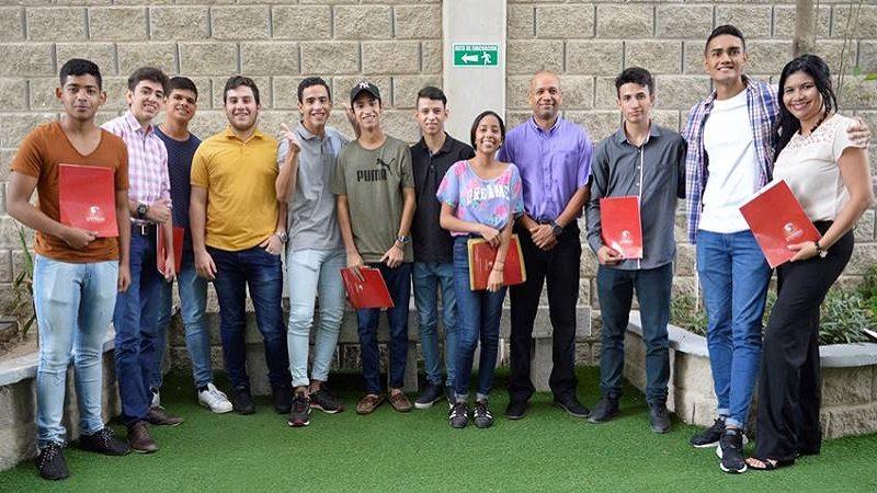 Universidad de la Costa entrega becas a jóvenes sobresalientes de la Región Caribe