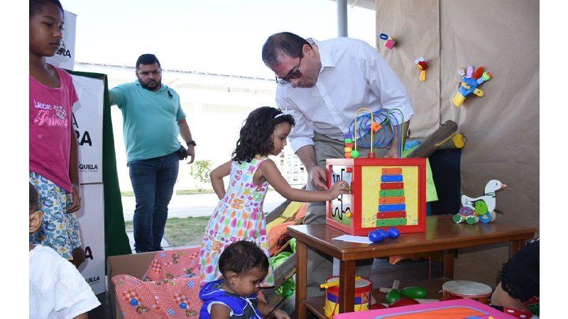 Alcaldía entrega de 342 kits de dotación incluyente a niños de los CDI