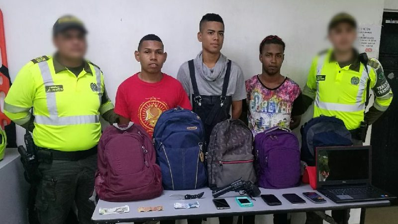 Atracaron a pasajeros de un bus de Coolitoral y los capturó la Policía
