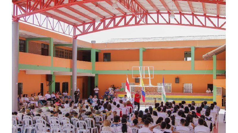 Colegios de Campo de la Cruz y Palmar de Varela estrenan canchas múltiples con cubiertas