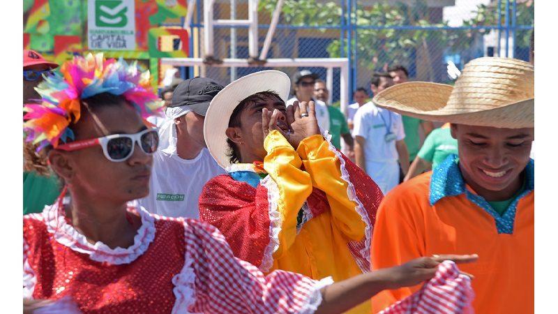Comparsa de habitantes de la calle, a robarse el show en los carnavales