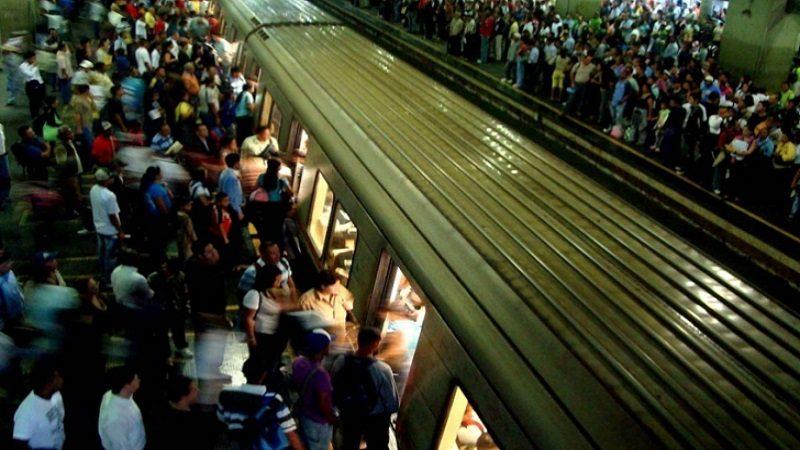 Explota bomba lacrimógena en el metro de Caracas