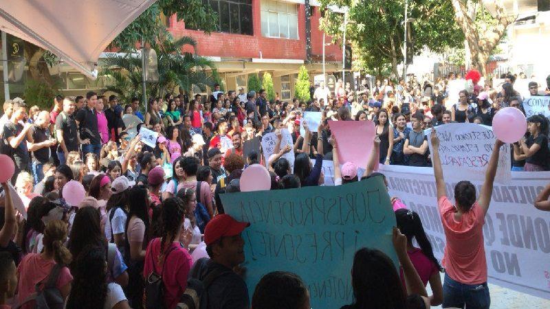 Protestas masivas y más docentes se suman a cese de actividades en Uniautónoma