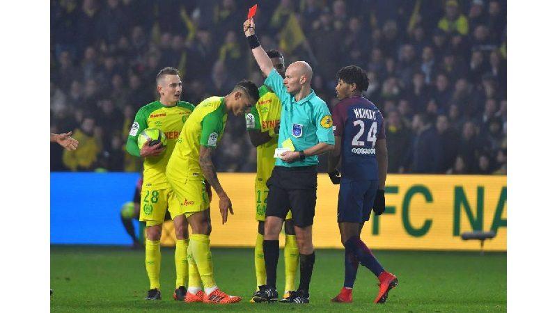 Tres meses de suspensión para árbitro francés que agredió a un jugador