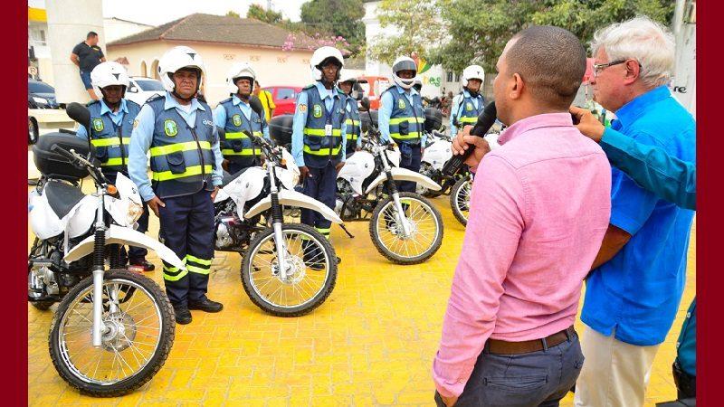 Entregan motos y equipos de comunicación a agentes de Tránsito en Soledad